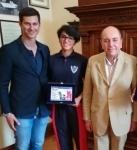 Una foto di repertorio con il Sindaco Cicchetti, il consigliere Donati e la campionessa Bruni